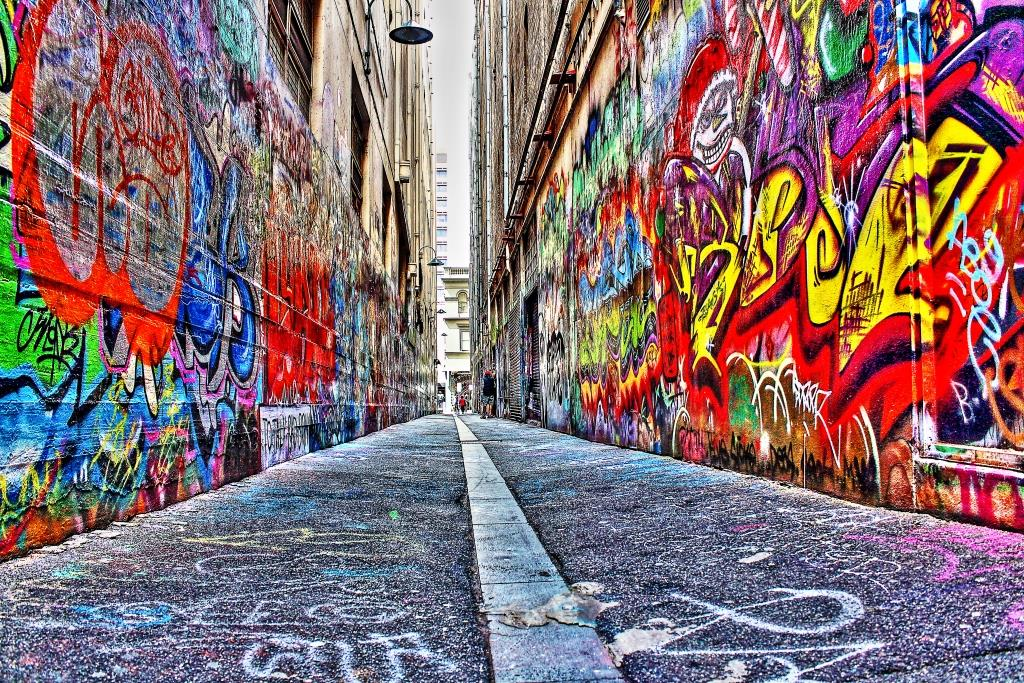 A classic Melbourne laneway with street art